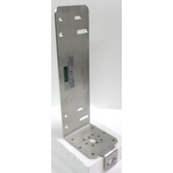 Base bracket for vertical antenna